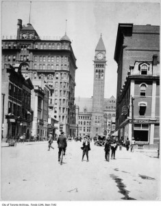 Bay Street, looking north from Temperance Street (1907). We can see the IOF Temple Building just one block down from Old City Hall. Toronto Archives, Fonds 1244, Item 7142