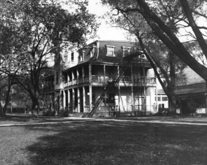 Ward's Hotel on Toronto Islands around 1900 / Archives of Ontario C 59-3-0-33-5